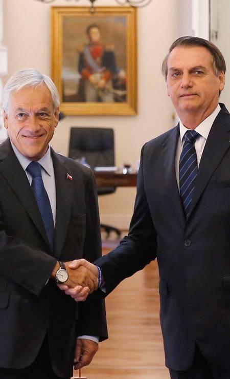 """Em 23 de março, Bolsonaro foi ao Chile, onde se reuniu com o presidente Sebastián Piñera e comparou Rodrigo Maia com uma """"namorada"""" que quer ir embora. Ele disse ainda que """"tem político que não quer largar a velha política"""" Foto: RODRIGO GARRIDO / REUTERS"""