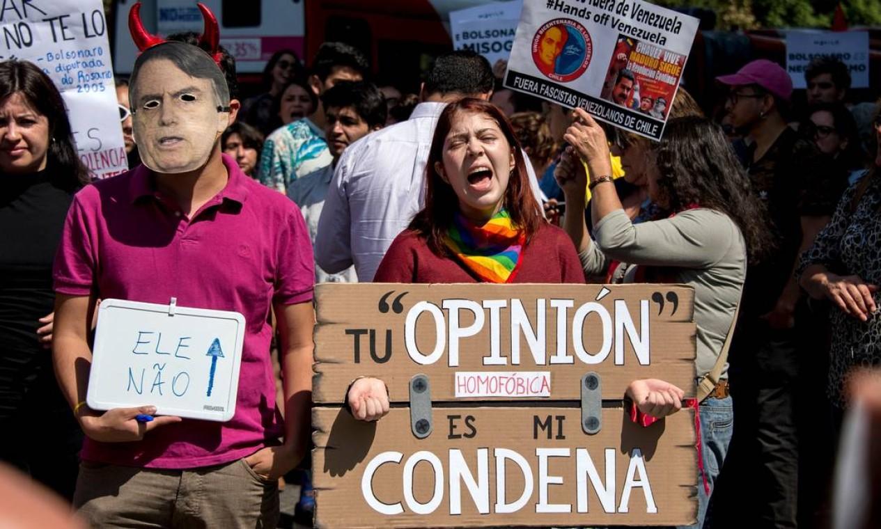 Em visita ao Chile, Bolsonaro também foi recebido com protestos por opositores de Piñera Foto: Martin Bernetti / AFP