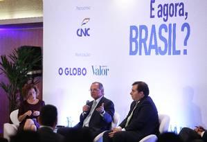 O ministro da Economia, Paulo Guedes, e o presidente da Câmara, Rodrigo Maia, no evento