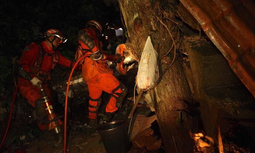 No Morro da Babilônia, duas irmãs morreram soterradas Foto: Gabriel Monteiro/Agência O Globo