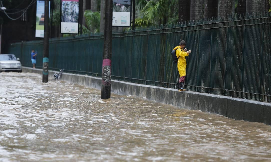Prefeitura do Rio não gastou um centavo este ano com drenagem urbana e contenção de encostas