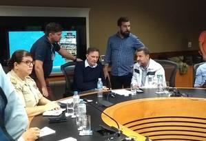 Marcelo Crivella em coletiva no Centro de Operações Foto: Renan Rodrigues