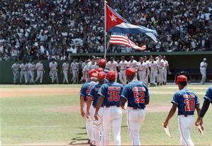 Equipe nacional de Cuba e Baltimore Orioles, time da MLB, jogam em Havana Foto: ANGEL FRANCO 28-03-1999 / The New York Times