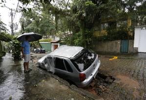 Chuva forte provoca alagmentos e estragos pela cidade. Na foto, Rua Lopes Quintas, no Jardim Botânico Foto: Pablo Jacob / Agência O Globo
