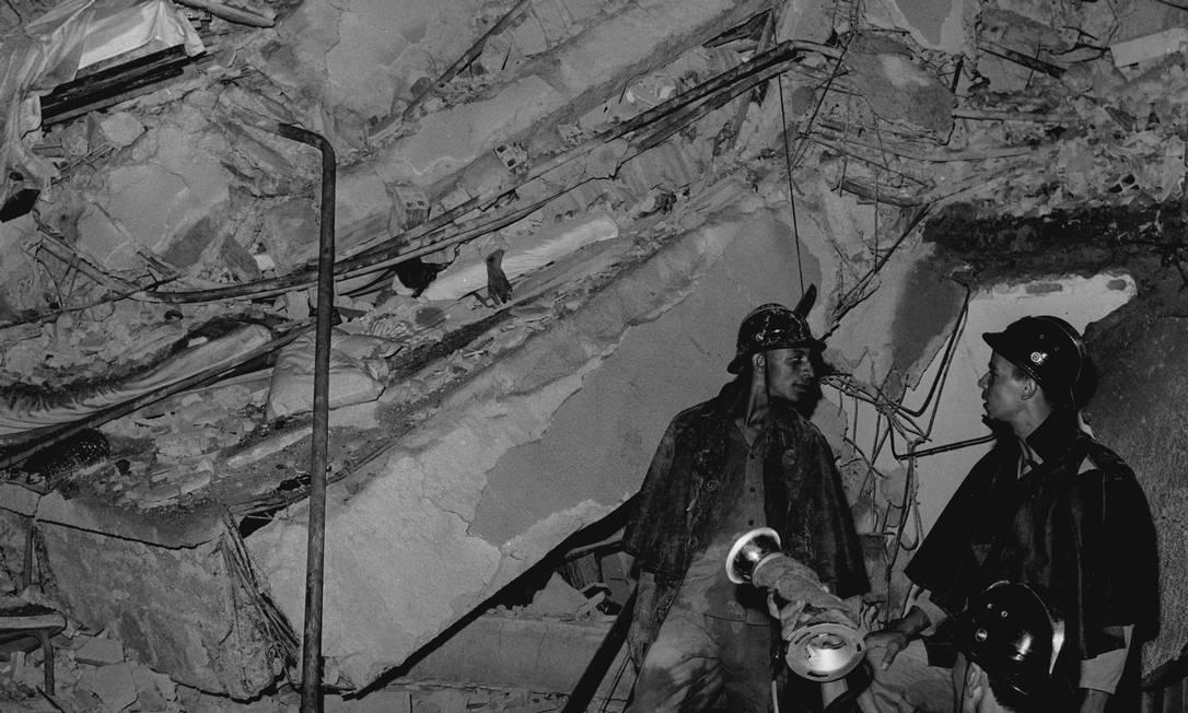 Um dos prédios desabados em Laranjeiras, Rio de Janeiro, após enchente de 1967 que vitimou Paulo Rodrigues, irmão de Nelson Rodrigues Foto: Agência O Globo