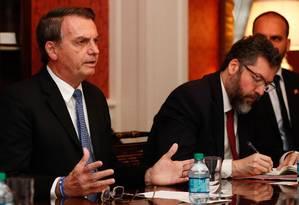 O ministro das Relações Exteriores, Ernesto Araújo. junto ao presidente Jair Bolsonaro na recente viagem aos EUA: ideia é 'recuperar o tempo perdido' Foto: Alan Santos/18-03-2019