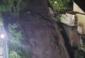 Deslizamento de terra ocorre no Morro do Cavalão, em Niterói Foto: Redes Sociais