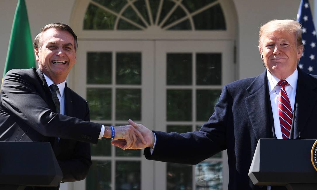 Presidente americano, Donald Trump cumprimenta o líder brasileiro, Jair Bolsonaro, em Washington Foto: JIM WATSON 19-03-2019 / AFP