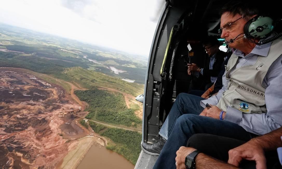 Após a tragédia que deixou Brumadinho (MG) sob a lama em 25 de janeiro, Bolsonaro sobrevoou o município para observar os estragos deixados pelo rompimento da barragem da Vale e destacou a necessidade de 'cobrar justiça' Foto: Divulgação / Isac Nóbrega/PR