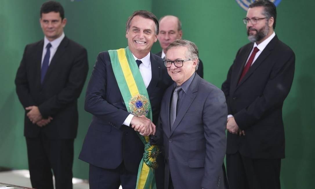 """Em 8 de abril, Bolsonaro oficializou a demissão do ministro da Educação Ricardo Vélez Rodríguez. Segundo o próprio presidente, Vélez """"não estava dando certo"""" à frente da pasta, que ficou paralisada por conta de uma onda de demissões. O ex-ministro foi substituído pelo economista Abraham Weintraub Foto: Valter Campanato"""