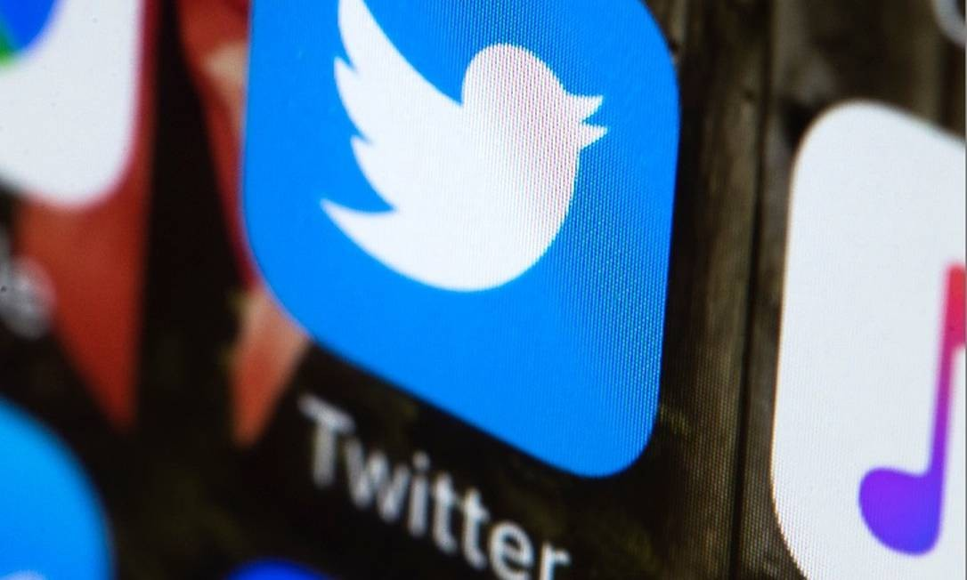 App do Twitter em um telefone celular Foto: AP