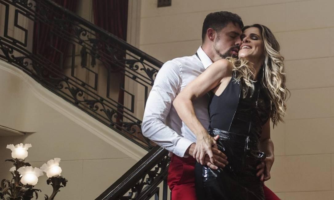 Cauã Reymond e Ingrid Guimarães protagonizam cena de sexo virtual Foto: Divulgação/Desirée do Vale