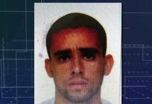 O taxista Marcelo Tavares Marcelino, de 42 anos, morto ao ter o táxi soterrado durante o temporal Foto: Reprodução