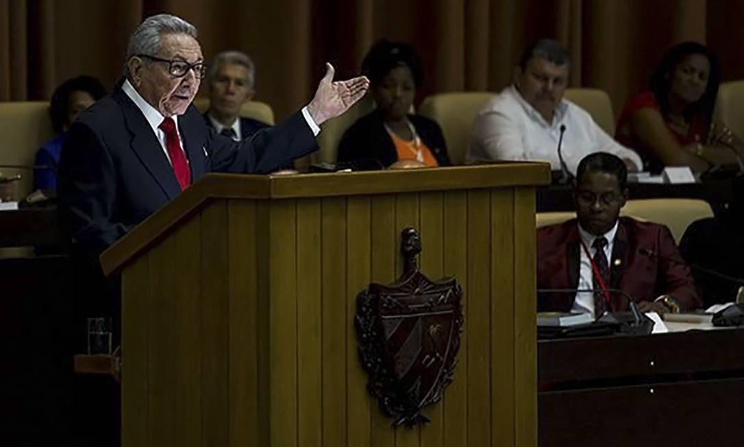 O primeiro-secretário do Partido Comunista de Cuba, Raúl Castro, discursa na Assembleia Nacional Foto: HO / AFP