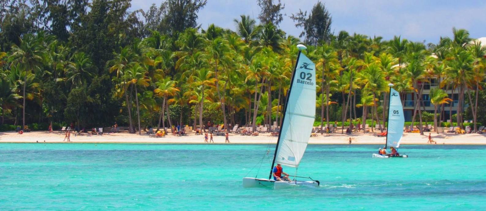 As praias de Punta Cana, na República Dominicana, são ótimas para praticar esportes náuticos Foto: Rafael Galdo / Agência O Globo