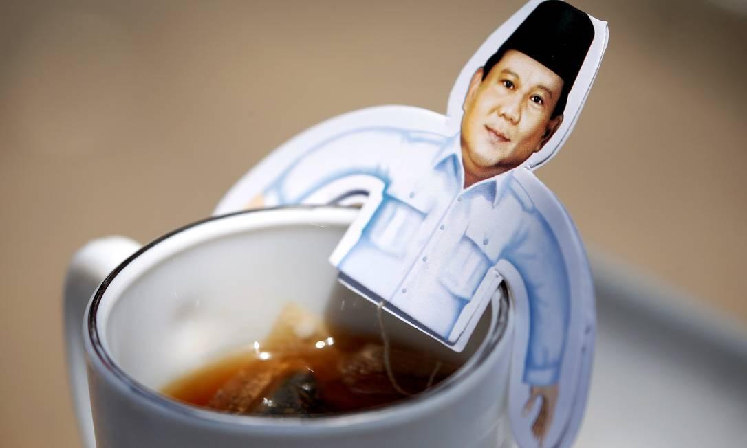 Xícara com uma imagem do candidato à Presidência da Indonésia, Prabowo Subianto Foto: WILLY KURNIAWAN / REUTERS