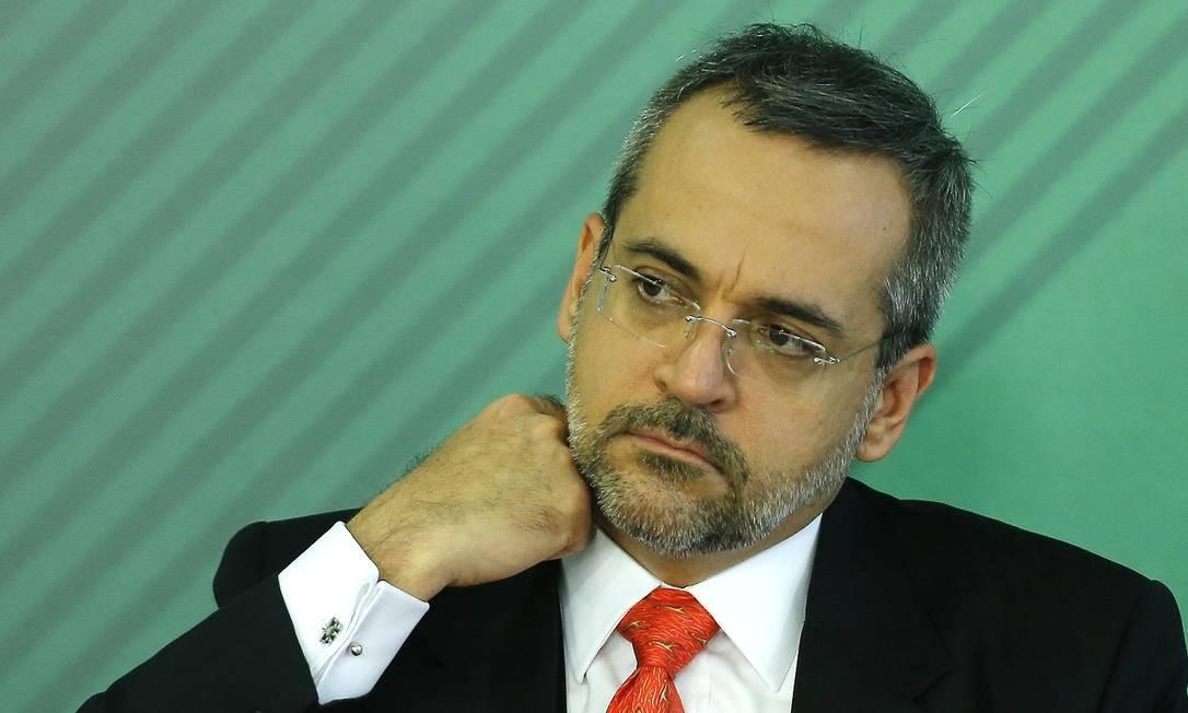 Ministroda Educação Abraham Bragança Foto: Jorge William / Agência O Globo