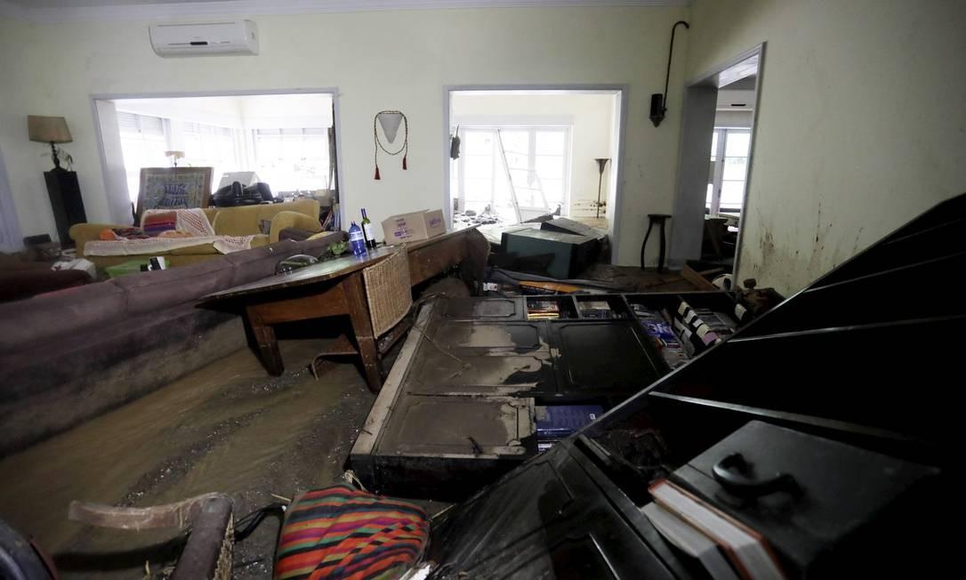 Casa de Gi Ribeiro, baterista dos Paralamas do Sucesso, teve o primeiro andar destruído na chuva de segunda-feira. Foto: Custódio Coimbra