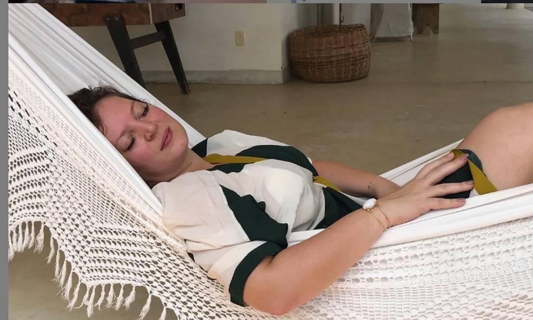 A deputada federal Joice Hasselmann aparece deitada em uma rede em postagem feita em seu instagram Foto: Reprodução