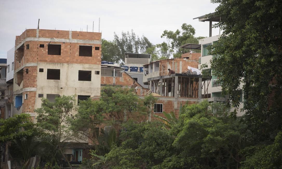 RI Rio de Janeiro (RJ) 07/11/2018 Prédios sendo construídos pela milícia na favela da Muzema, junto a Lagoa da Tijuca. Foto de Márcia Foletto / Agência O Globo Foto: Márcia Foletto / Agência O Globo