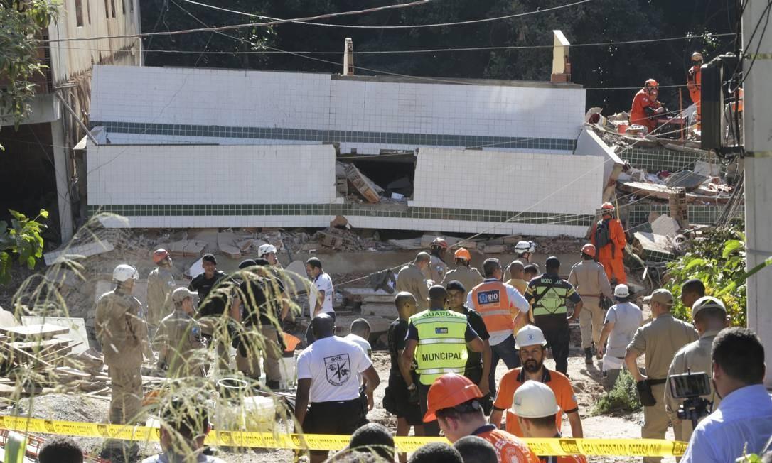 Ao menos duas pessoas morrem e duas ficam feridas em desabamento de prédios na Muzema, Zona Oeste do Rio Foto: Marcio Alves / Agência O Globo