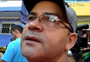Manoel Araújo Gomes, de 53 anos, é pai de Antônia Deiva Sampaio, de 30, que está sob os escombros Foto: Gustavo Goulart