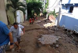 A destruição causada pela chuva do início da semana na Muzema Foto: Renan Rodrigues / Agência O Globo