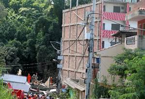 Equipes de resgate procuram vítimas de desabamento de prédios na Muzema Foto: RICARDO MORAES 12-04-2019 / REUTERS
