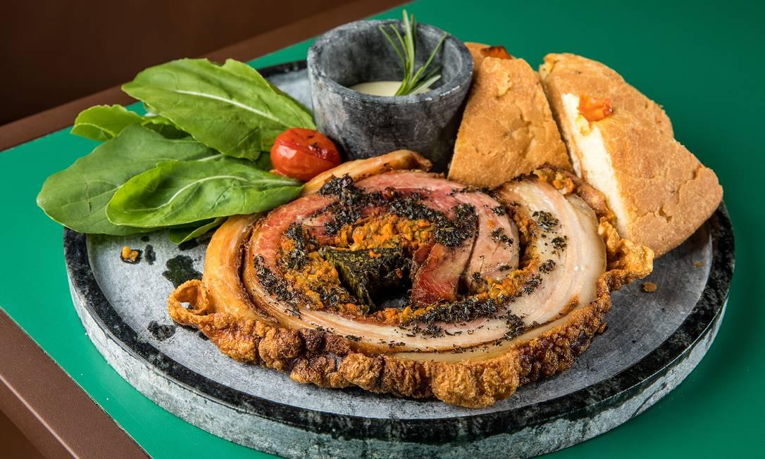 Porchetta pode ser servida com focaccia Foto: Tomás Rangel / Divulgação