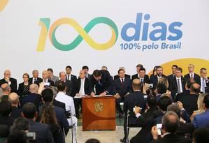 Bolsonaro assina decretos e atos em solenidade dos 100 dias de governo 11/04/2019 Foto: Jorge William / Agência O Globo