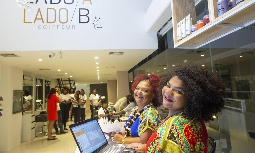 Babi (à esquerda) e Flora Cruz dizem que o espaço era um projeto antigo do sambista Foto: Bruno Kaiuca / Agência O Globo