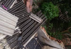 Escombros no Morro do Cavalão, onde três casas desabaram, ferindo cinco pessoas: o temporal de segunda-feira provocou deslizamentos em 12 comunidades Foto: Divulgação / Divulgação