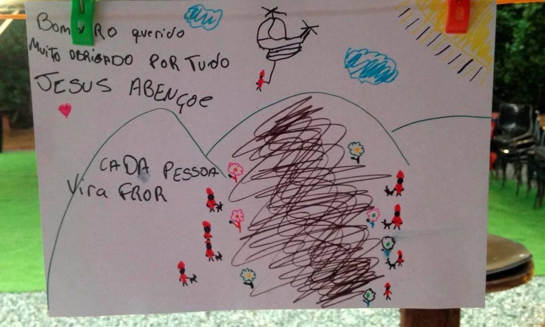 """Criança agradece bombeiros que trabalham em Brumadinho e escreve que cada vítima do rompimento """"vira flor"""" Foto: Divulgação"""