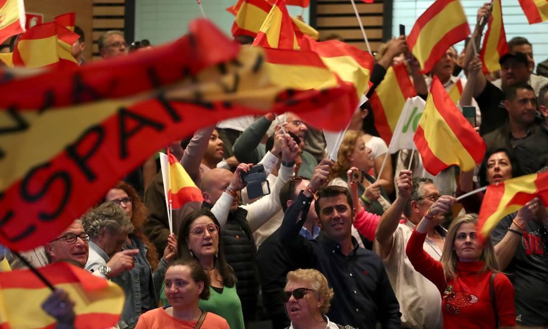 Apoiadores do partido de extrema direita Vox participam de um comício em Toledo: segundo analistas, agremiação subiu nas pesquisas por explorar insatisfação com secessionismo catalão Foto: Sergio Perez/REUTERS/11-4-2019