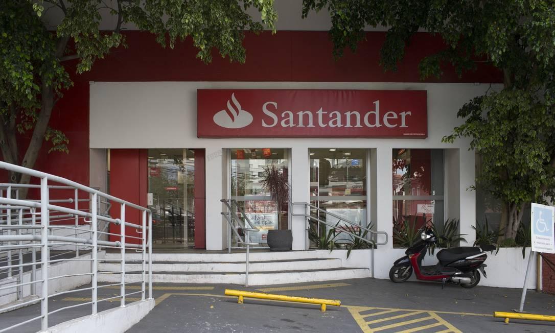 Agência do Santander, no Sumaré, onde homem tentou depositar R$ 20 milhões na conta do coronel Lima, amigo de Temer Foto: Edilson Dantas / Agência O Globo
