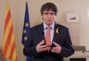 Carles Puigdemont em vídeo distribuído nas mídias sociais no ano passado: ex-presidente do governo catalão está autoexilado na Bélgica Foto: Reuters/01-03-2018