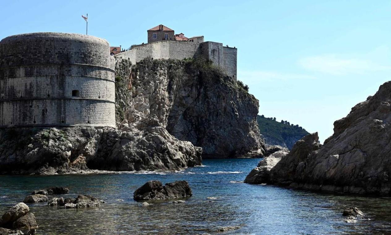 Porto Real, em Westeros — ou melhor, Dubrovnik, na Croácia, vem atraindo turistas, diz o Booking.com Foto: DENIS LOVROVIC / AFP