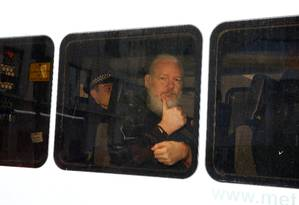 Fundador do WikiLeaks, Julian Assange foi preso em Londres, na última quinta-feira, 11 Foto: HENRY NICHOLLS / Reuters