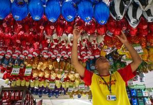 Ovos de Páscoa: atençãos aos produtos com brinde é importante. Foto: ANTONIO SCORZA / Agência O Globo