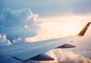 Viagens de avião feitas por parlamentares são pagas com dinheiro do Congresso, mas milhas acumuladas ficam para os próprios deputados e senadores Foto: Agência O Globo