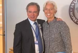 O ministro da Economia, Paulo Guedes, com a diretora-gerente do FMI, Christine Lagarde Foto: Divulgação/Embaixada do Brasil em Washington