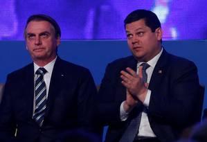 O presidente Jair Bolsonaro ao lado de Davi Alcolumbre Foto: Adriano Machado / Reuters
