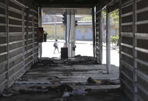 Estação abandonada Cezarão II do BRT Transoeste: país tem problemas crônicos de infraestrutura. Foto: Márcia Foletto / Agência O Globo