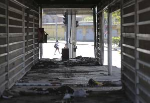 Estação abandonada Cezarão II do BRT Transoeste: país tem problemas crônicos de infraestrutura Foto: Márcia Foletto / Agência O Globo