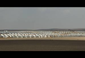 Do tamanho de uma cidade. Campo de Azraq, na Jordânia, abriga 40 mil sírios em 9 mil residências; aberta em 2014 para refugiados da guerra no país vizinho, estrutura se estende ao longo de 14 quilômetros quadrados perto da fronteira Foto: Reprodução do filme 'Bem-vindo ao Refugistão'