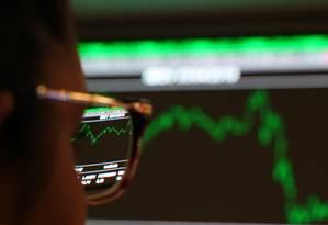 Bate recorde o número de pessoas físicas investindo na Bolsa Foto: AMANDA PEROBELLI/Reuters / REUTERS