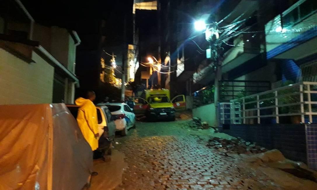 Bombeiros localizaram mais um corpo na comunidade da Muzema Foto: Agência O Globo