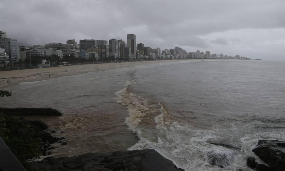 Previsão para esta segunda-feira é de céu nublado e chuva moderada a forte na parte da tarde Foto: Antonio Scorza / Agência O Globo