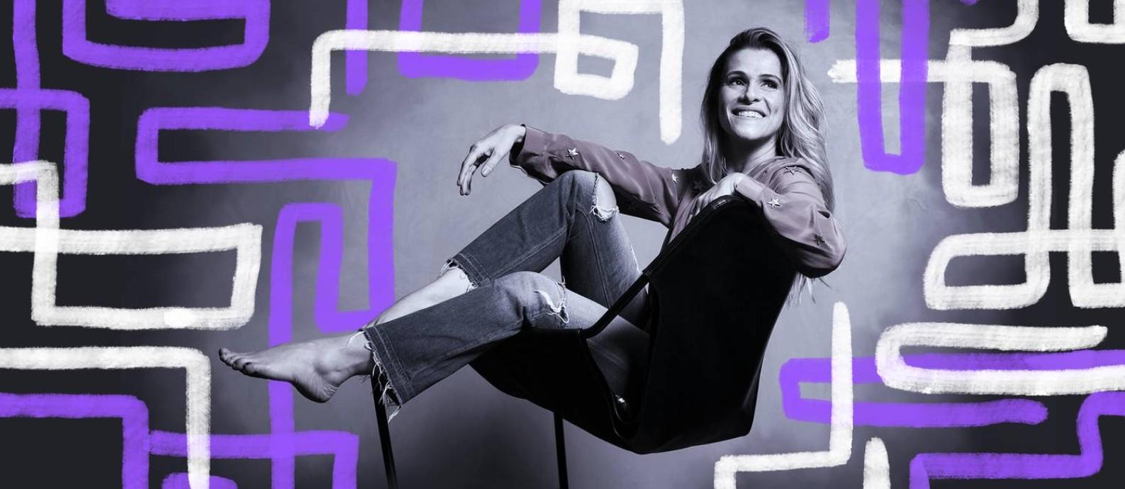 Ingrid Guimarães posa na sala de seu apartamento no Leblon Foto: Arte de Lari Arantes sobre foto de Leo Martins