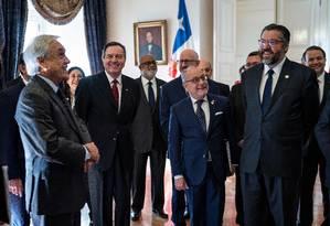Sebastian Piñera (à esquerda) recebe no La Moneda chanceleres do Grupo de Lima Foto: SEBASTIAN RODRIGUEZ / AFP